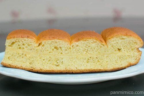 大人の味わい牛乳パン 完熟バナナ&ココナッツ【Pasco】断面図