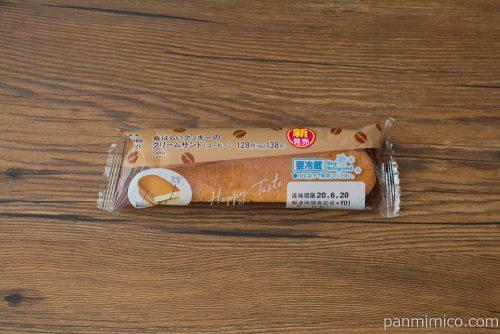 香ばしいクッキーのクリームサンド(コーヒー)【ファミリーマート】パッケージ