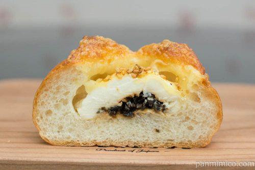 【haru's BAKERY(ハルズベーカリー)】昆布チーズ断面図