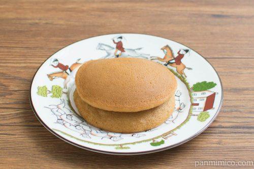 黒糖パンケーキ パインジャム&ホイップ【Pasco】横から見た図