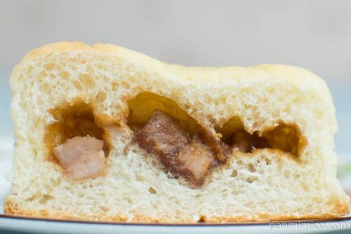 チャーシューメロンパン【ローソン】断面図