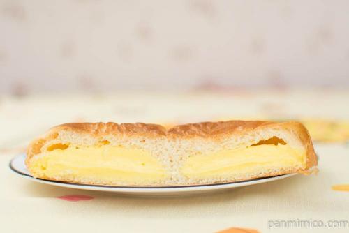 たい焼き風パン(クリーム)【ヤマザキ】断面図