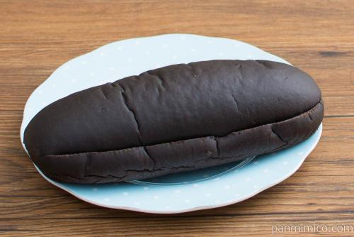 焼肉たむら めっちゃ~うま!黒deバニラコッペパン【ローソン】横から見た図