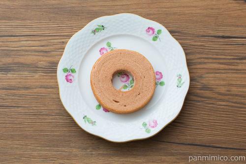 あまおう苺のバウムクーヘン produced by AMAZING COFFEE 1個【ローソン】上から見た図