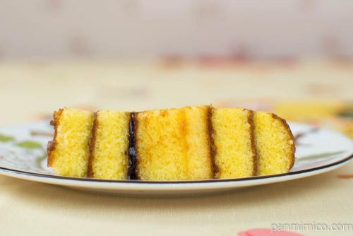 山崎 とろける卵のロールケーキ【セブンイレブン】断面図