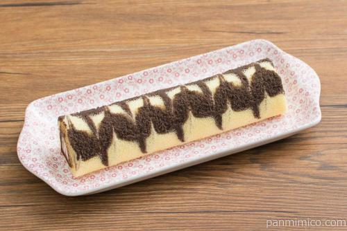 ロールちゃん(チョコ&ホイップ)【ファミリーマート】横から見た図