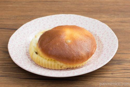 卵たっぷり ぶどうのブールパン(シュガーマーガリンサンド)【ヤマザキ】横から見た図