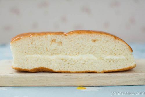 ふわふわ牛乳入りパン(はちみつバター)【ヤマザキ】断面図
