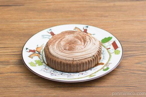 チョコホイップシフォン風ケーキ(くるみ)【ファミリーマート】横から見た図