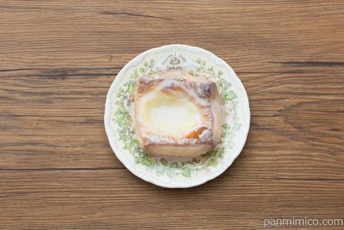 窯出しベイクドレモン チーズクリーム【セブンイレブン】上から見た図