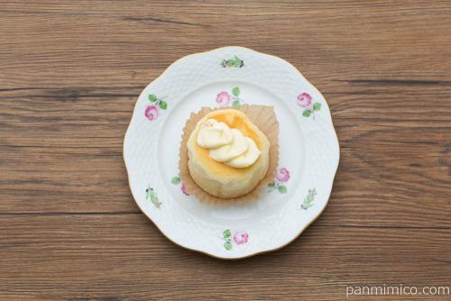 Uchi Café Spécialité 3種のバター華ふわケーキ(焦がしバターソース入り)【ローソン】上から見た図