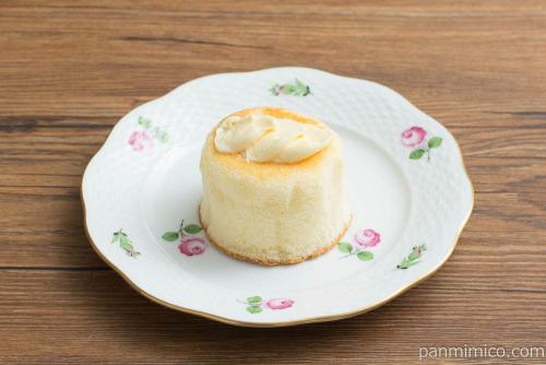 Uchi Café Spécialité 3種のバター華ふわケーキ(焦がしバターソース入り)【ローソン】横から見た図