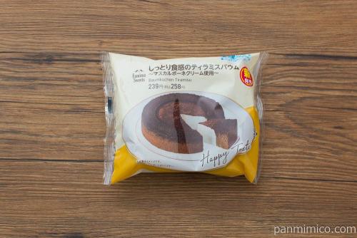 しっとり食感のティラミスバウム【ファミリーマート】パッケージ