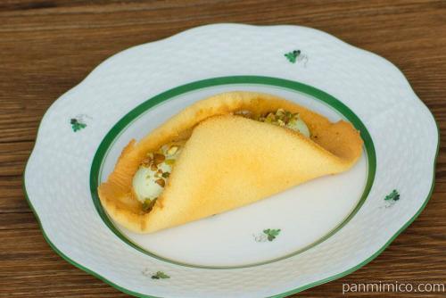 クルリン -ザクふわくるりんケーキ(ピスタチオ)-【ローソン】横から見た図