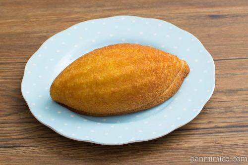 ヤマザキ とろ~りカスタードのたまごケーキ【セブンイレブン】斜め