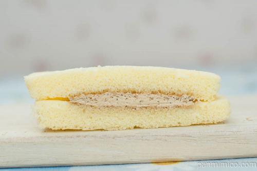 蒜山牛乳蒸しケーキ(コーヒークリームサンド)【タカキベーカリー】断面