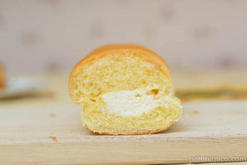 MILKカスタードのちぎりパン【ローソン】断面