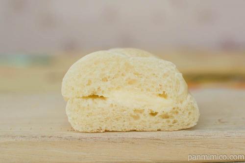 ふっくら白いもっちロール 練乳クリーム【ローソン】断面