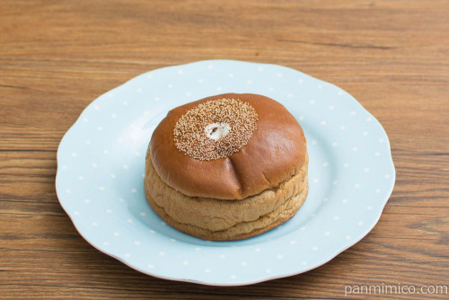 くるみ入り黒糖ケーキブレッド(塩ホイップ)【ヤマザキ】斜め