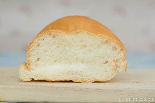 北海道牛乳パン(ミルククリーム入り)【神戸屋】断面