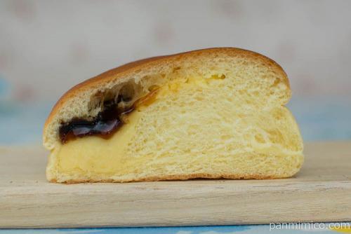 なめらかプリンクリームパン【第一パン】断面