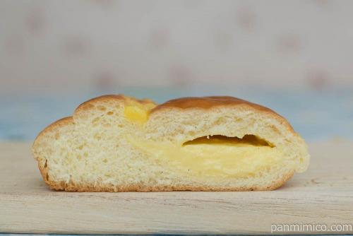 冷やしてもおいしいクリームパン【第一パン】断面
