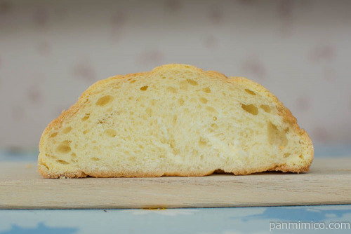 大きなメロンパン【ヤマザキ】断面